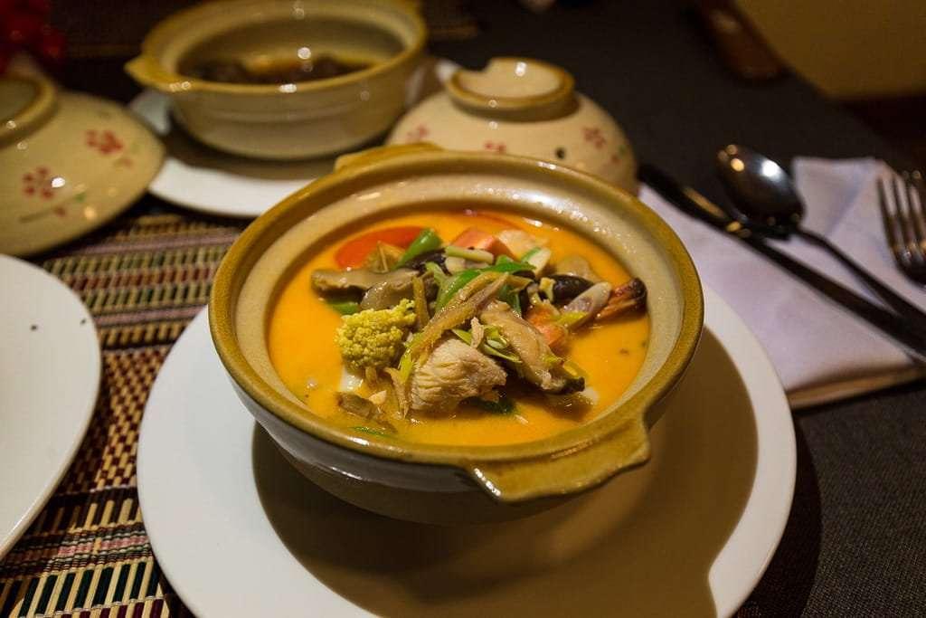 Sopa de pescado en el restaurante del hotel Spring Lodge Inle