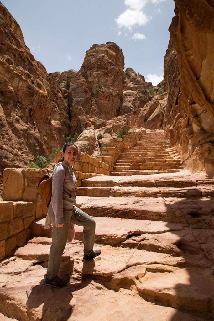 Inicio de la ruta al mirador superior del Tesoro de Petra, Jordania
