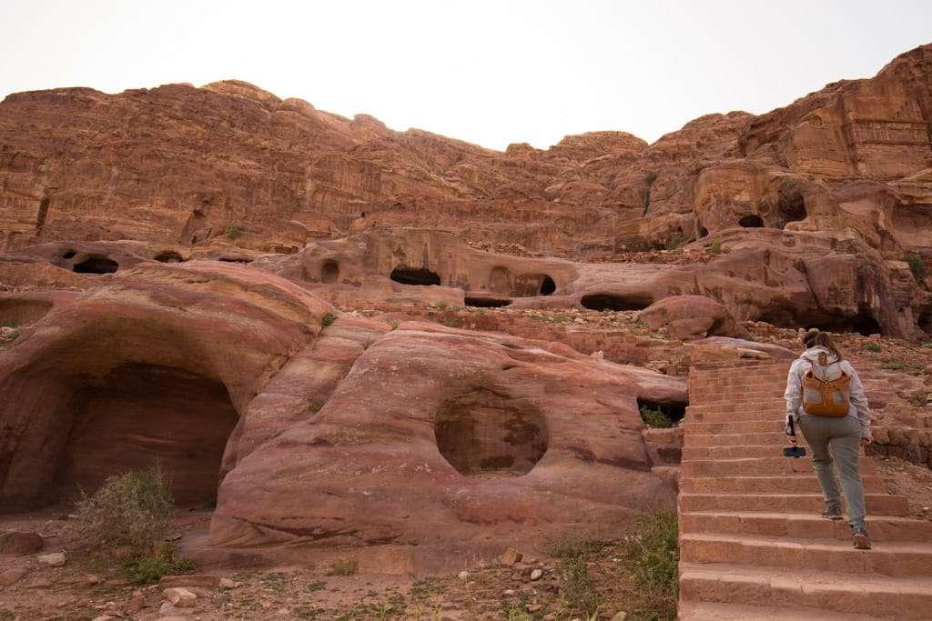 Escaleras de subida a las tumbas reales, Petra, Jordania