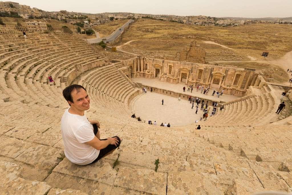 Alberto en el Teatro Sur de Jerash, Jordania