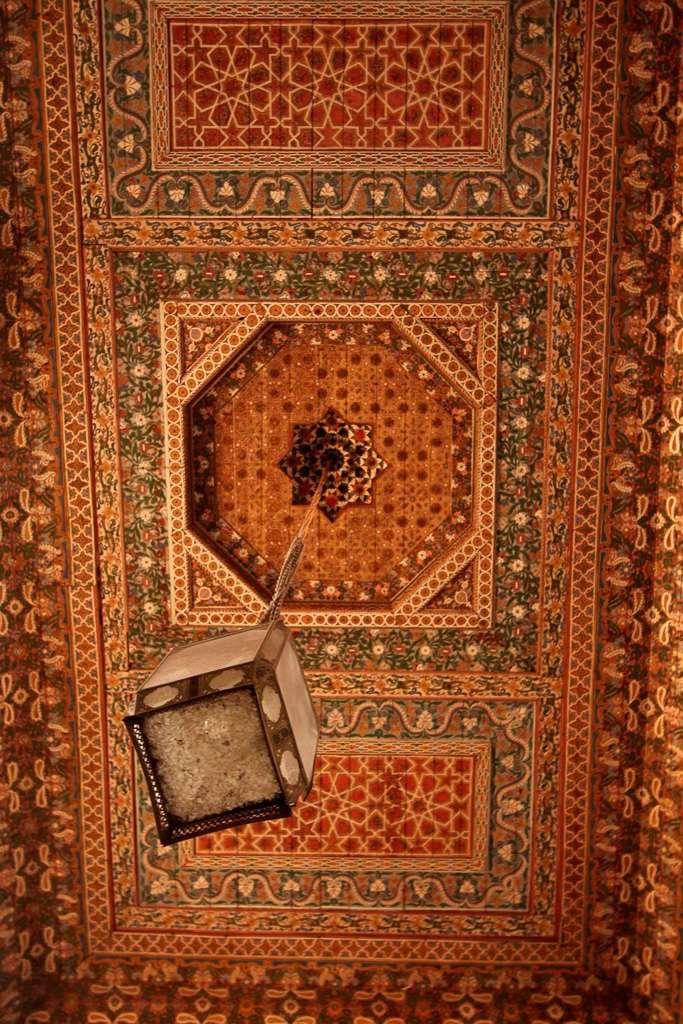 Detalle del techo de una sala del Palacio Bahía