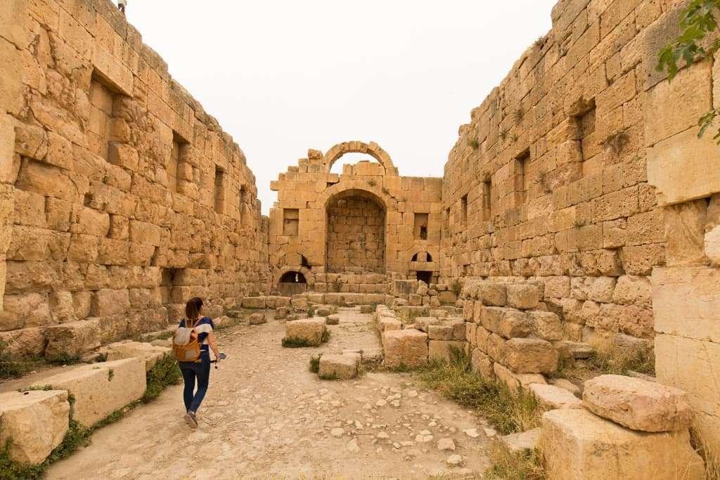 Interior del Templo de Artemisa en Jerash