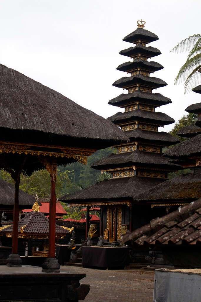 Un meru de Pura Besakih (Bali)