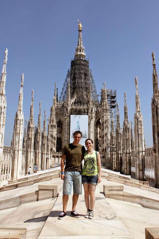 La terraza del Duomo de Milán con la Madonnina al fondo
