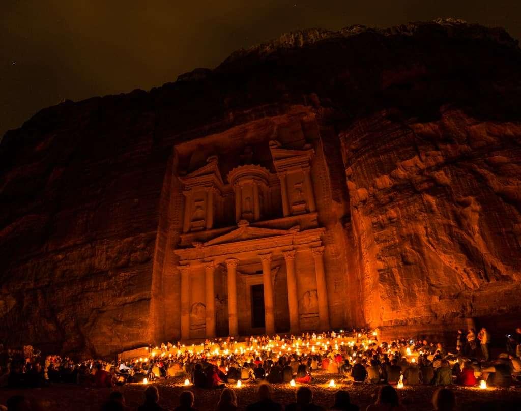 Tesoro de Petra iluminado en el Petra by Night