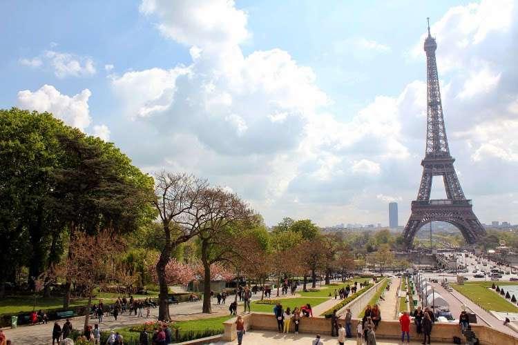 Vista de la Torre Eiffel y de los jardines de Trocadero