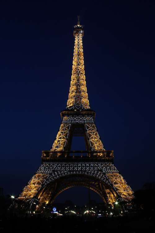 Torre Eiffel vista desde los Campos de Marte