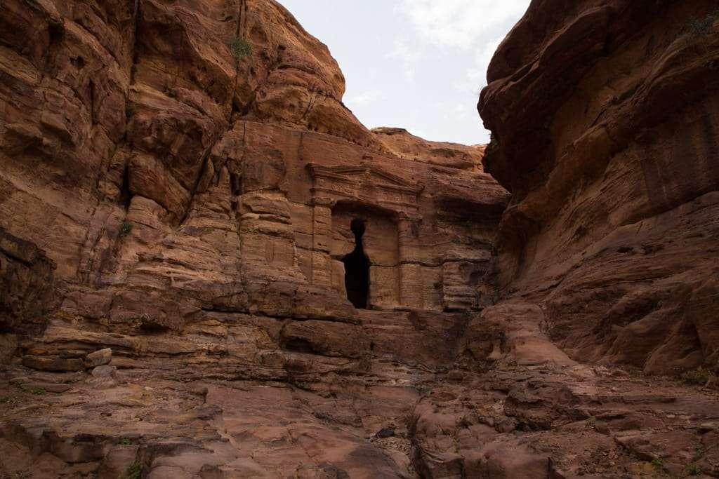 El Triclinio del León en la ruta al Monasterio de Petra, Jordania