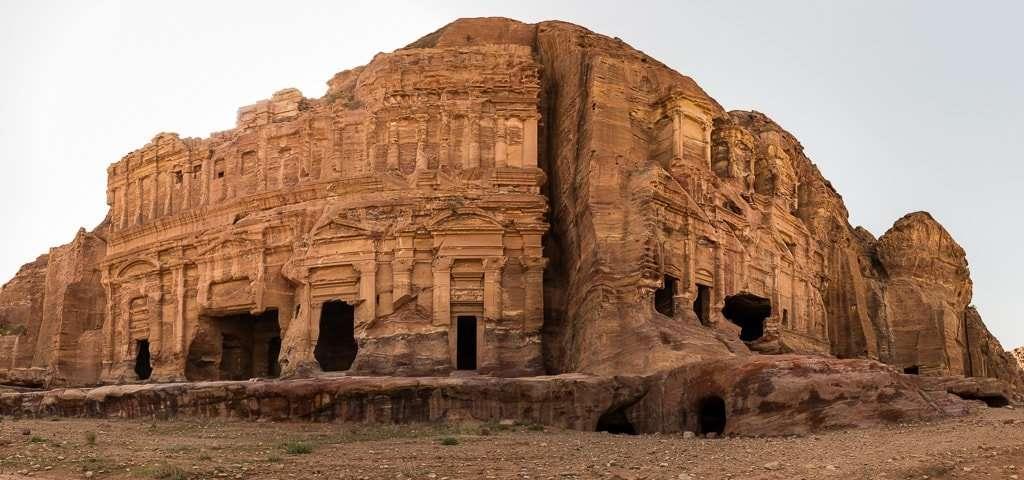 Panorámica de la Tumba de Palacio y la Tumba Corintia, Petra, Jordania