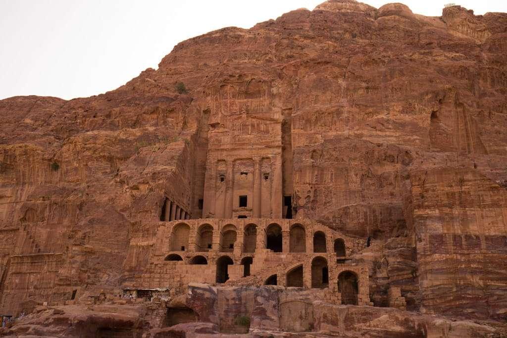 Vista general de la Tumba de la Urna, Petra, Jordania