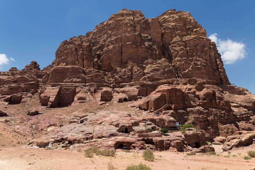 Grupo de tumbas en la ruta Umm Al-Biyara