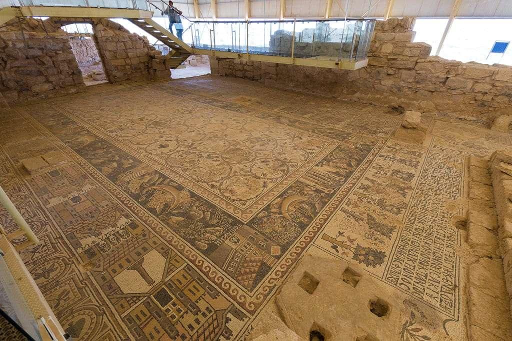 Mosaicos de las ciudades más destacadas de la zona en Umm ar-Rasas, Jordania