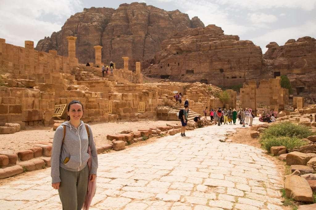 La via columnata y el palacio de Petra, Jordania