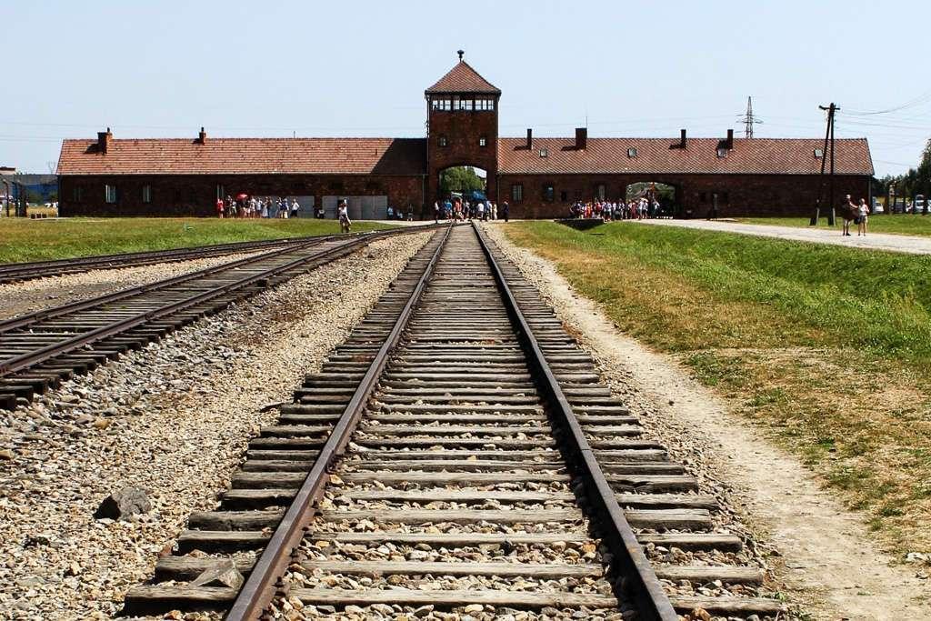 Vías del tren de Auschwitz II - Bikernau