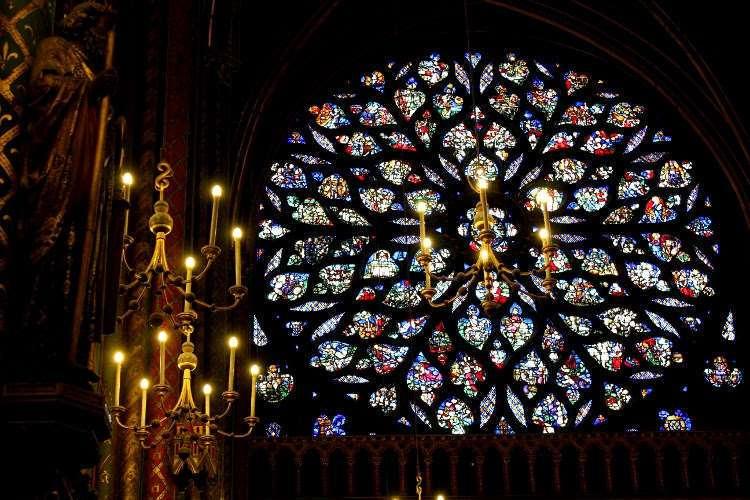 Vidriera del rosetón del piso superior de la Santa Capilla (Sainte-Chapelle)