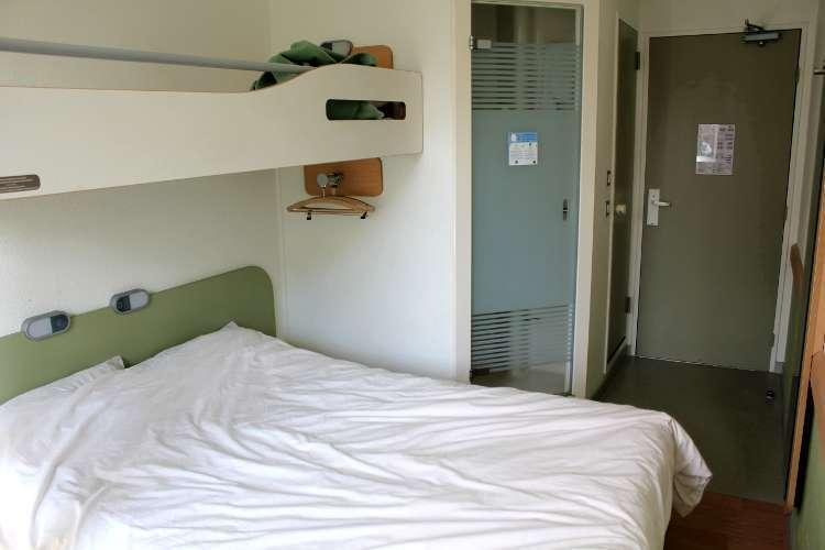 Otra vista de una habitación en el Hotel ETAP Paris Porte de Montmatre