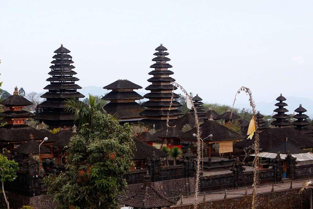 Vista desde los pisos superiores de Pura Besakih (Bali)