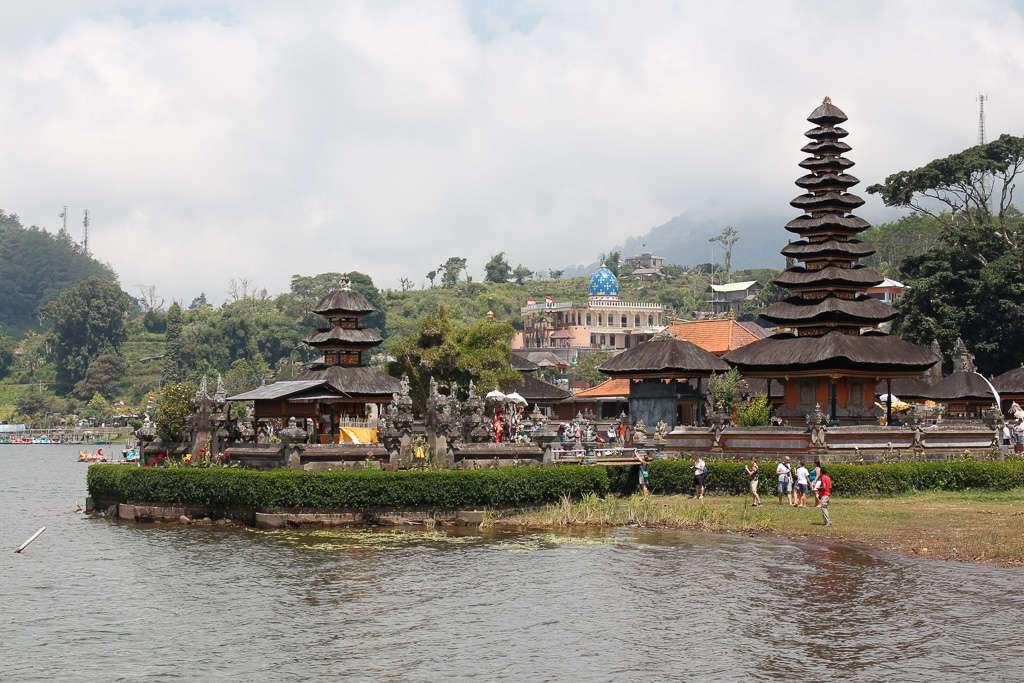 Vista general de Ulun Danu Bratan (Bali)