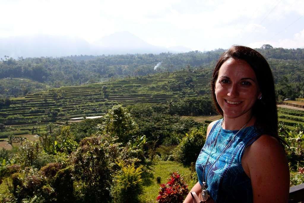 Lena frente a los arrozales de Pacung (Bali)