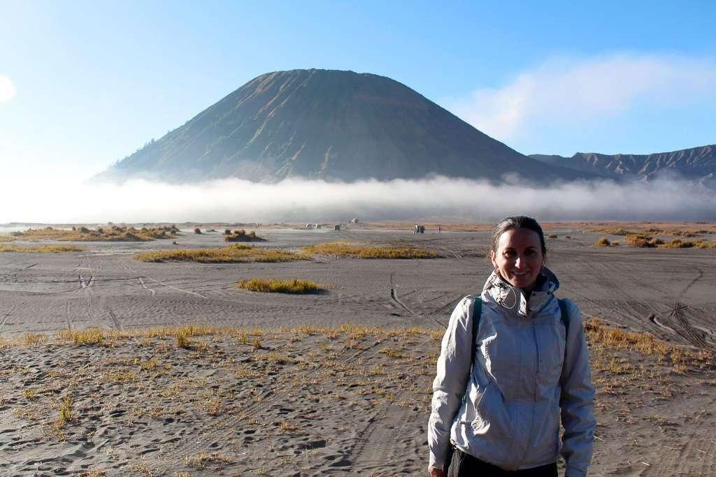 Lena con el Monte Batok de fondo