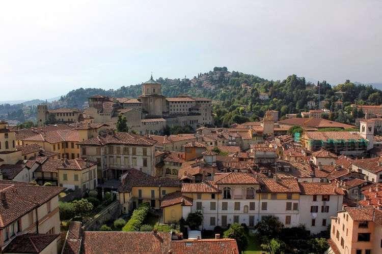 Vistas desde la Torre Cívica (El Campanón) en Bergamo