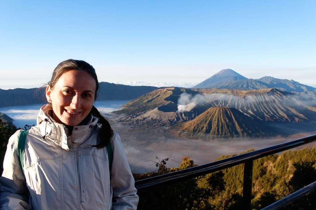 Lena con el Monte Bromo de fondo