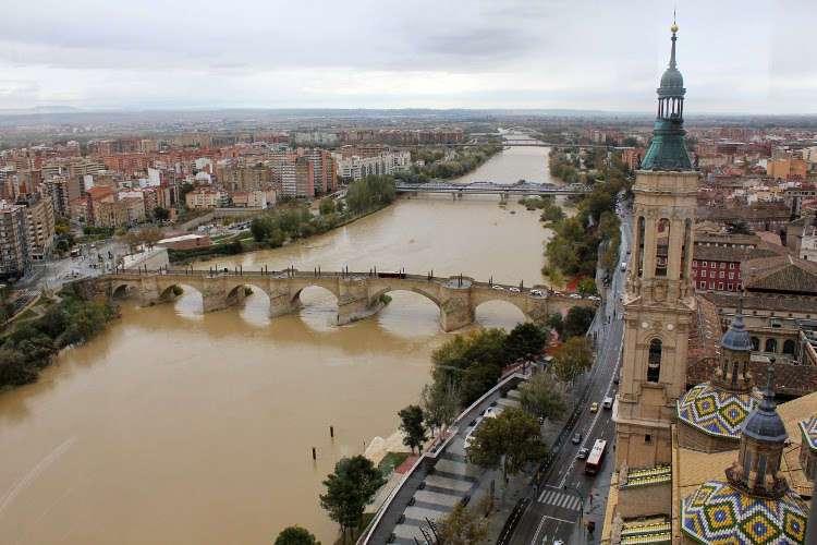 El Puente de Piedra y la Basílica del Pilar (Zaragoza)