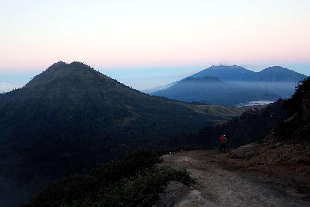 Los volcanes desde la ruta a Ijen