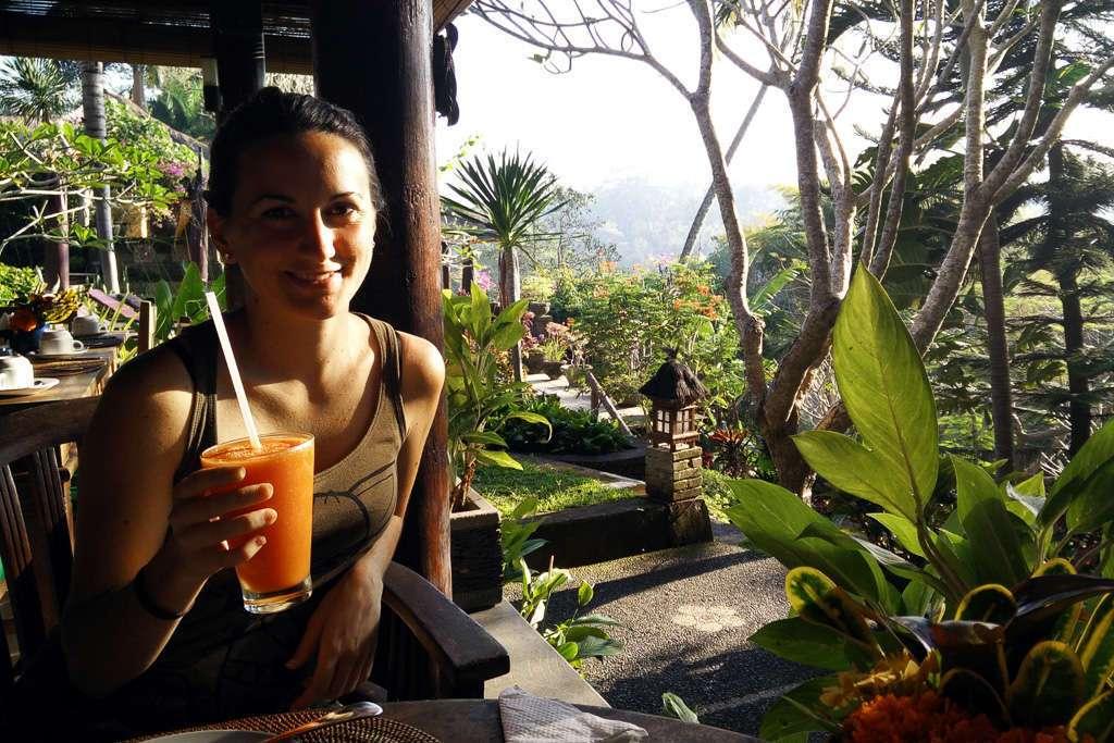 Desayunando en el hotel Bunga Permai (Bali)