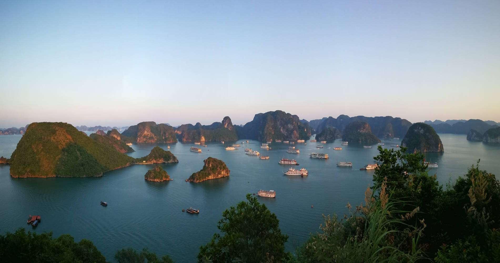 Panorámica de la bahía de Halong, Vietnam