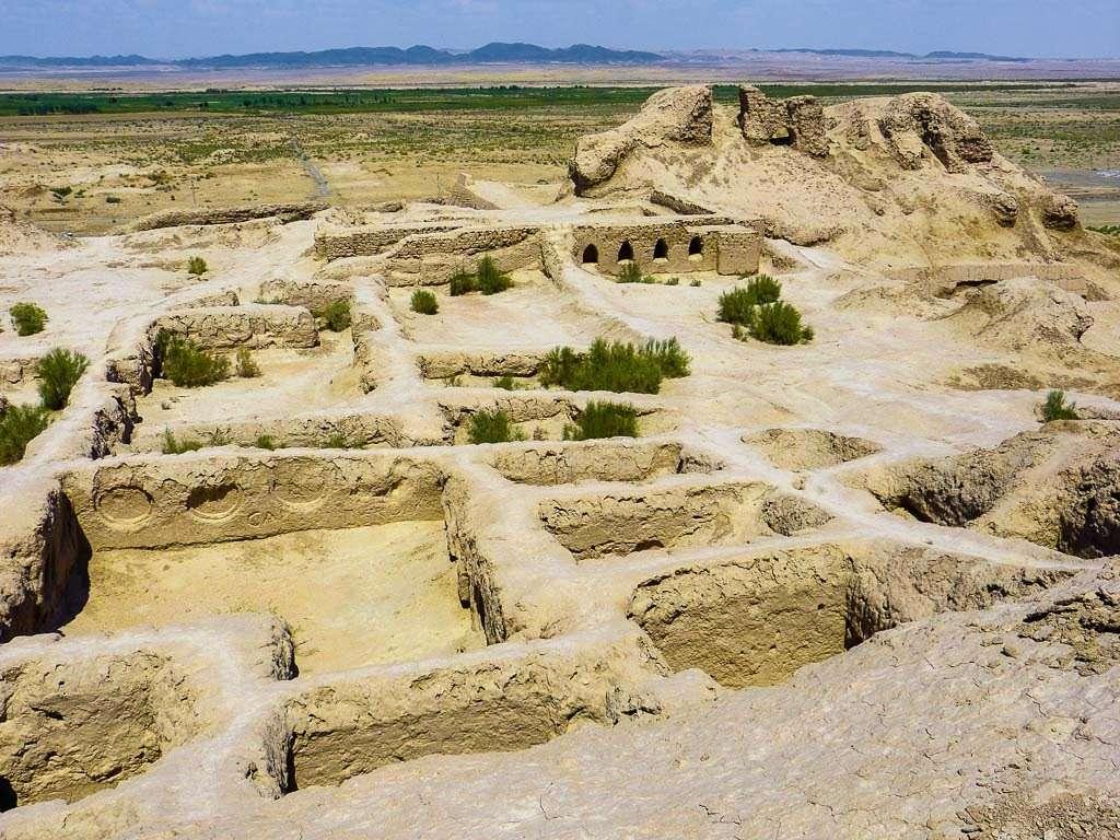 Ruinas de un castillo en Elliq-Qala, Uzbekistán