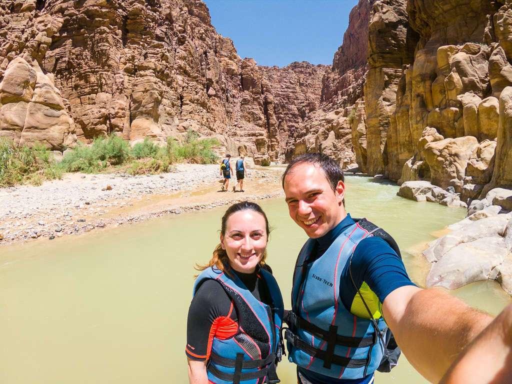Al inicio del camino por Wadi Mujib, Jordania