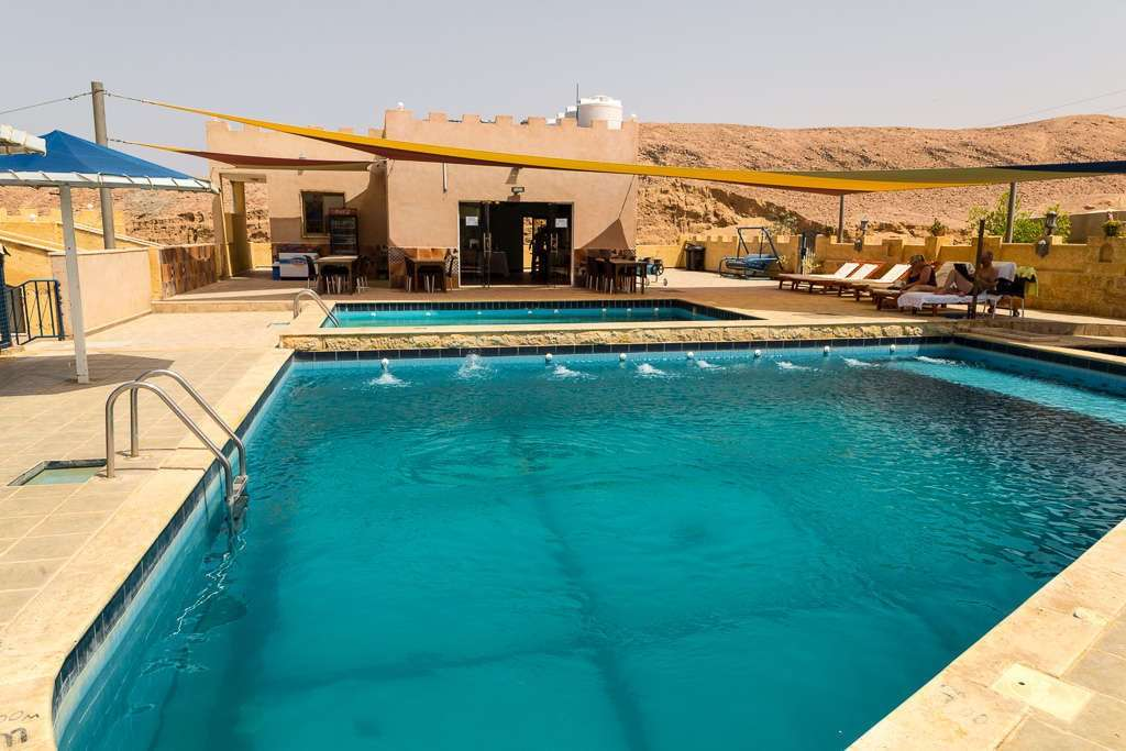Piscina del Arab Divers Resort en Aqaba, Jordania
