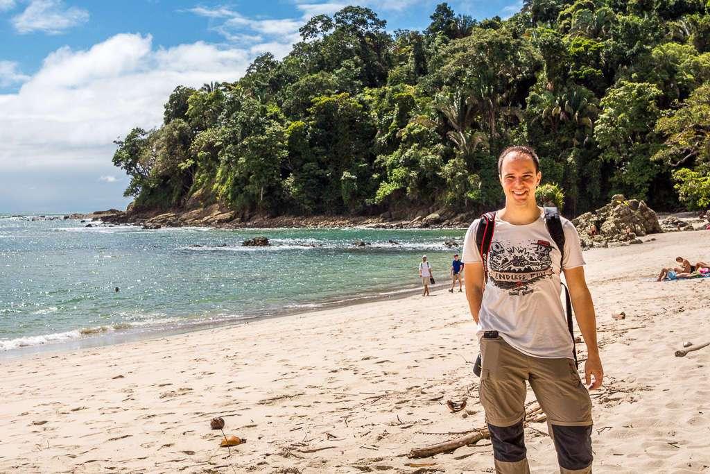 Alberto en la playa Manuel Antonio, Costa Rica