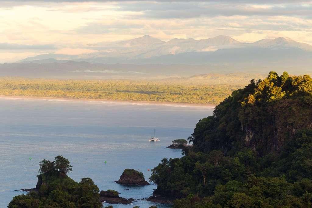 Amanecer desde la habitación del Resort Tulemar, Manuel Antonio, Costa Rica