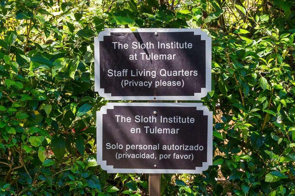 Cartel The Sloth Institute en Tulemar, Manuel Antonio, Costa Rica