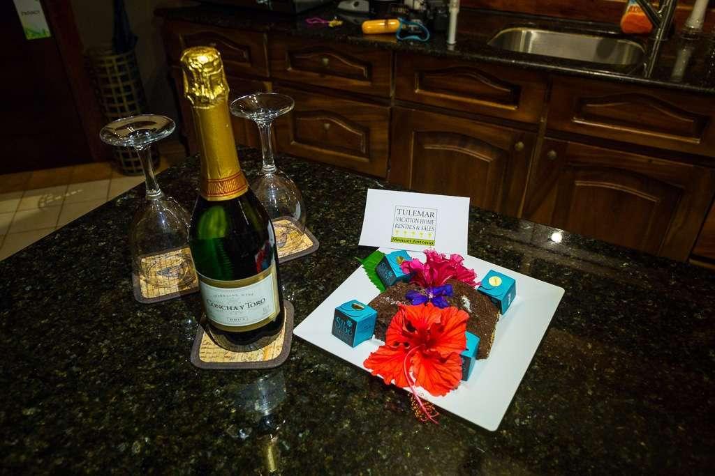 Champagne en Tulemar, Parque Nacional Manuel Antonio, Costa Rica