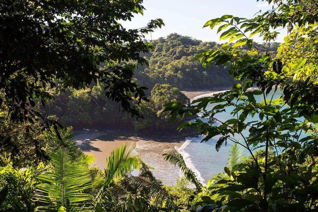 Vistas de la playa de Tulemar desde los senderos, Manuel Antonio, Costa Rica