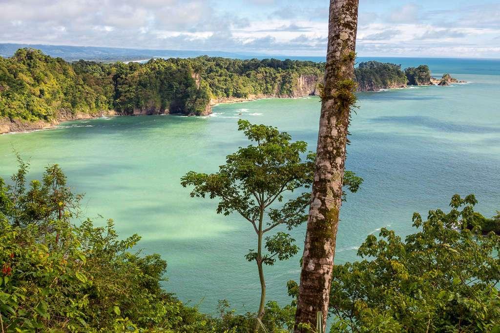 Punta Serrucho desde un mirador del Sendero Miradores, Parque Nacional Manuel Antonio, Costa Rica
