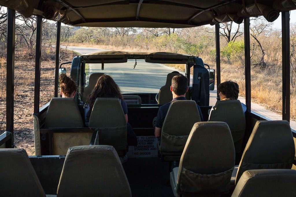 Interior camión safaris guiados SANParks, Kruger, Sudáfrica
