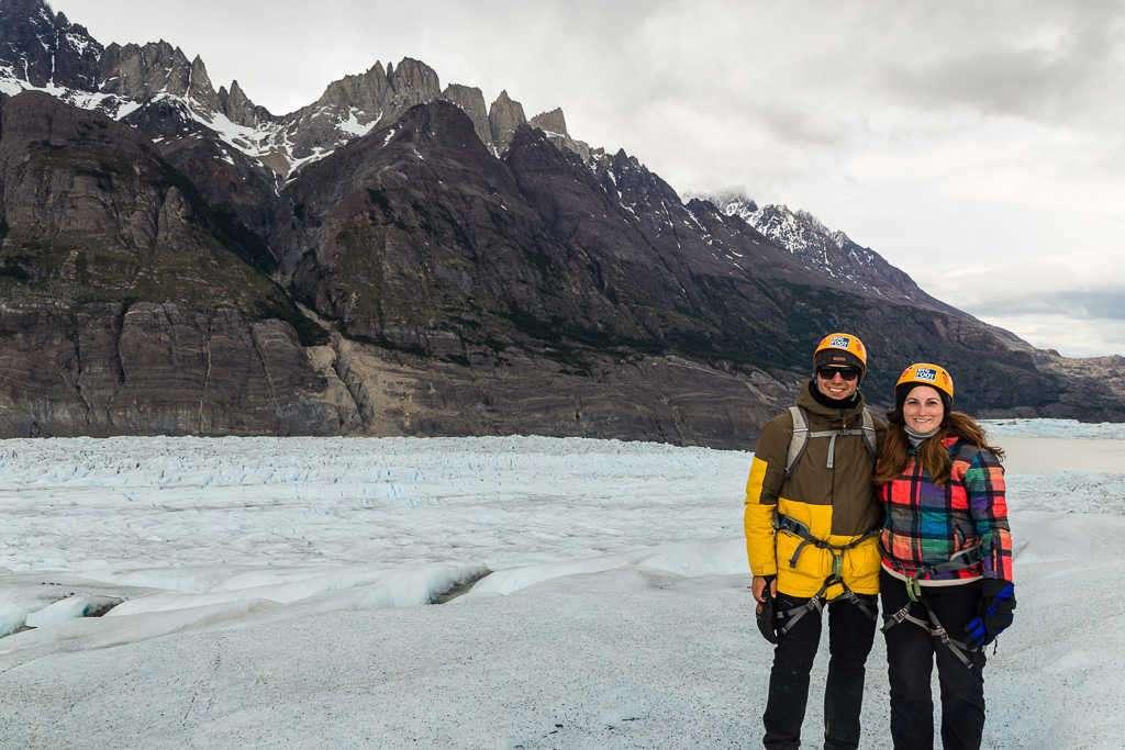 Lena y Alberto durante la caminata sobre el glaciar Grey, Torres del Paine, Chile