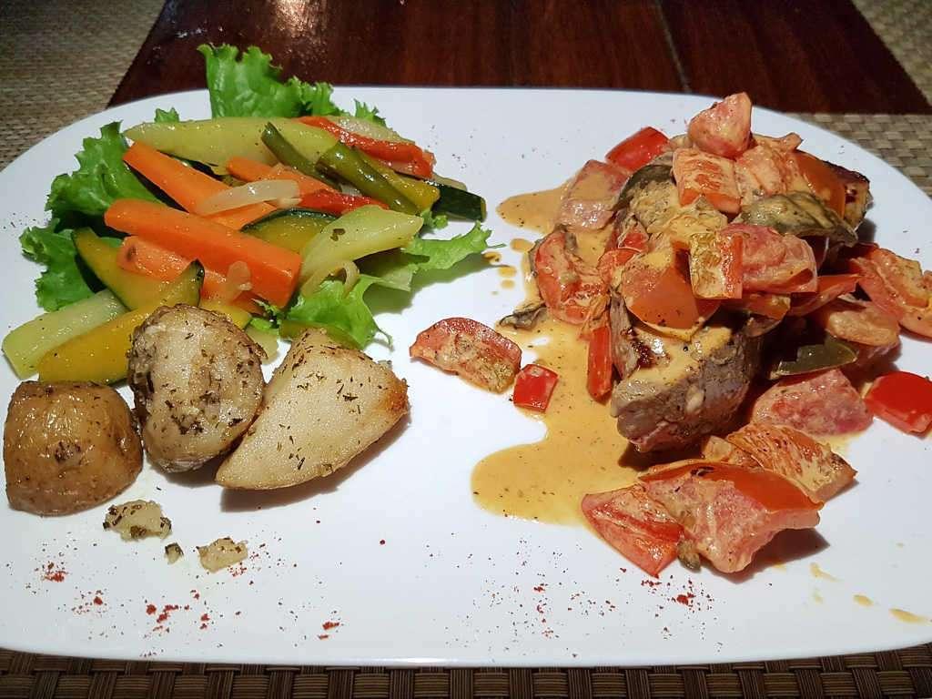 Atún veracruzana en el restaurante la Casita del marisco, Playa Hermosa, Guanacaste, Costa Rica