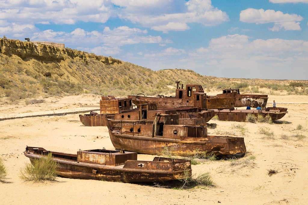 Cementerio de barcos en el mar de Aral, Uzbekistán