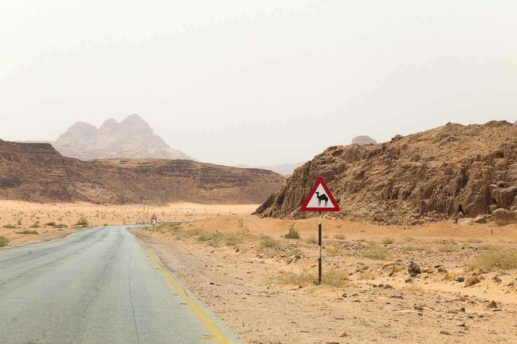 Carretera hacia el deierto de Wadi Rum, Jordania