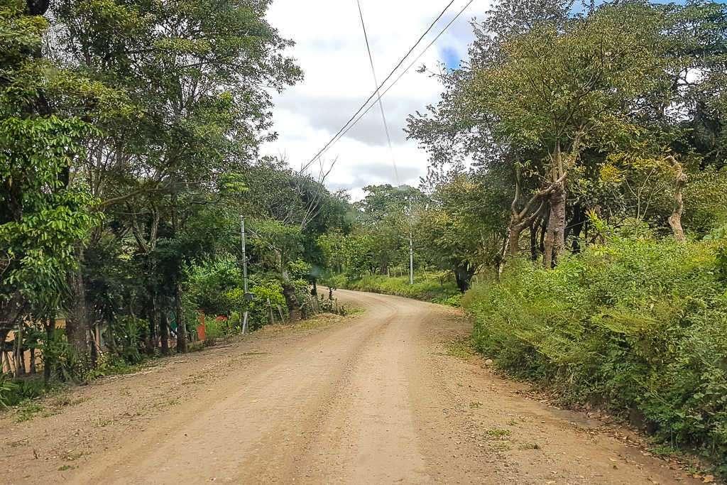 Carretera de tierra en Monteverde, Costa Rica