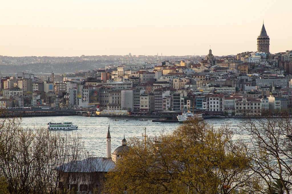 Vistas del estrecho del Bósforo desde el Palacio Topkapi, Estambul, Turquía