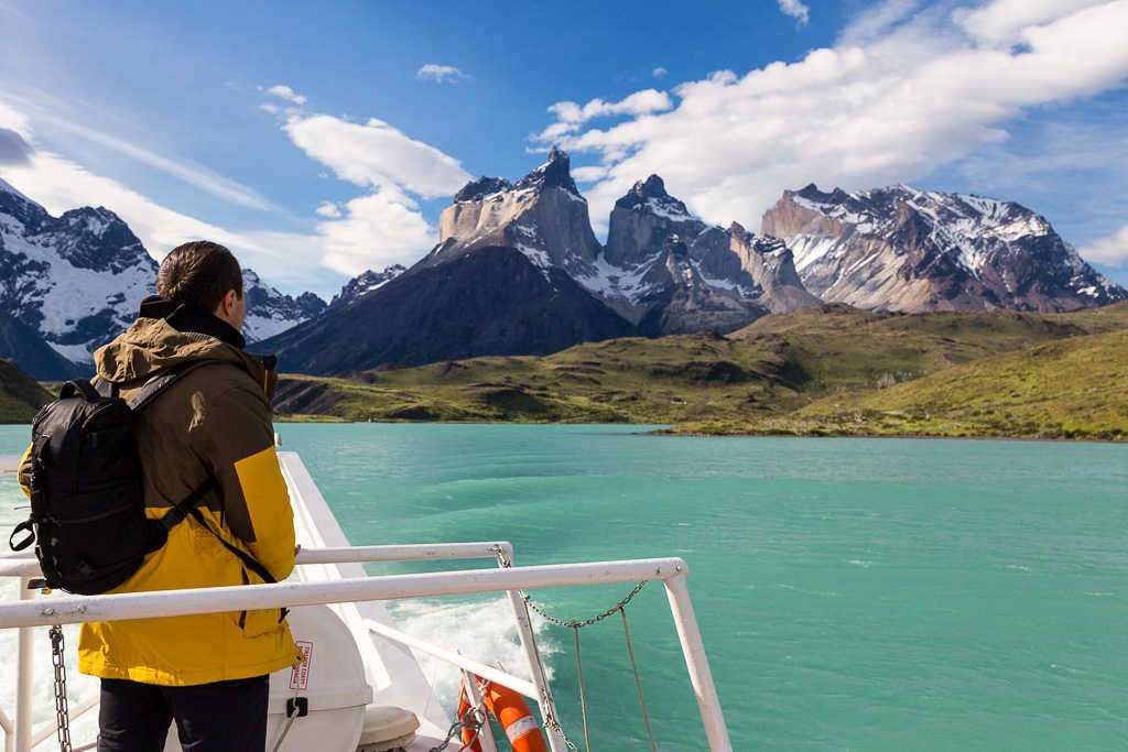 Vistas del macizo Paine desde el ferry del lago Pehoe, Torres del Paine, Chile