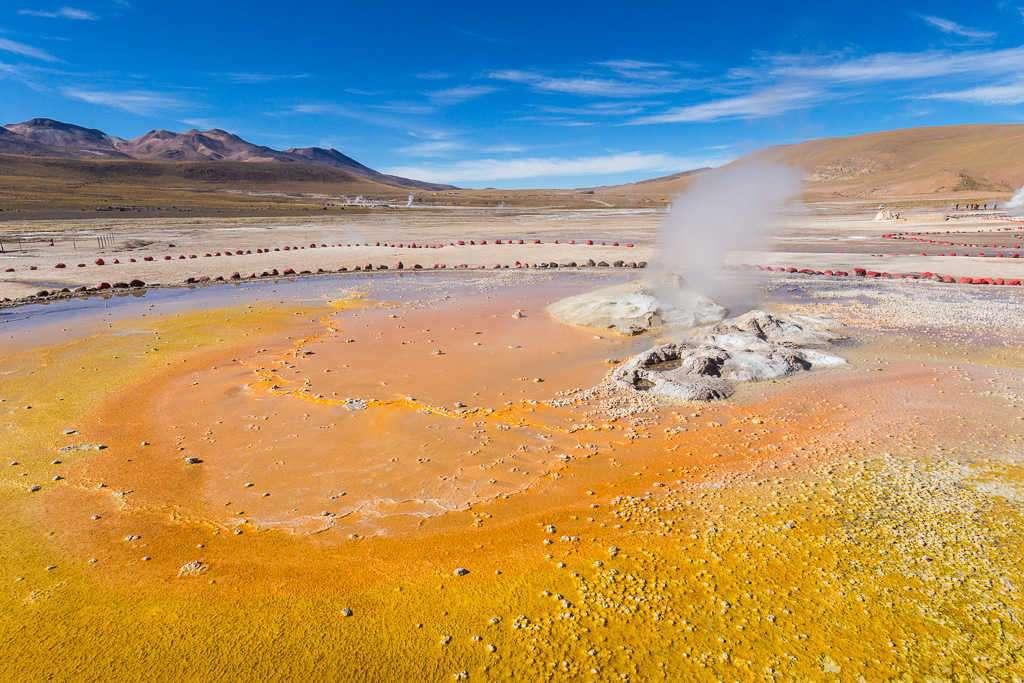 Fumarolas en los géiseres del Tatio, Atacama, Chile
