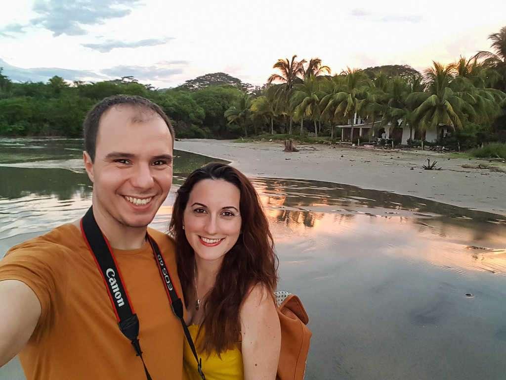 Juntos en playa Hermosa, Guanacaste, Costa Rica