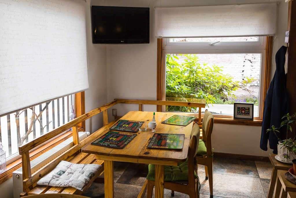 Mesa de desayuno de la Casa Hostal Innata Patagonia, Punta Arenas, Chile